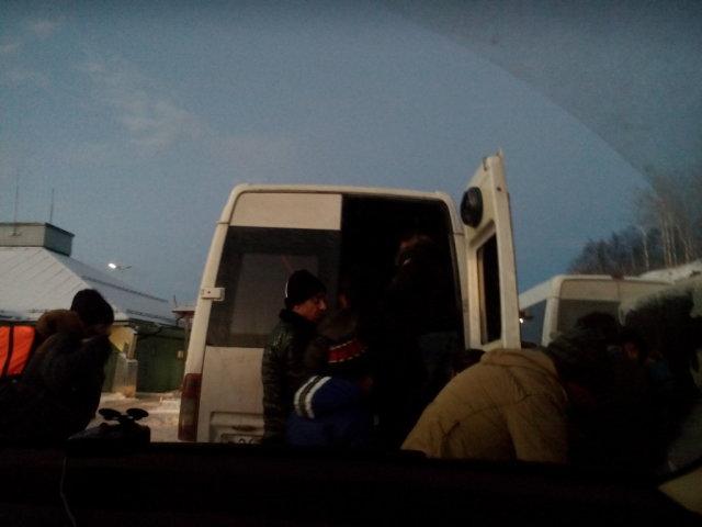 микроавтобус с беженцами