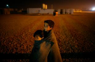 Помогите маленьким беженцам: нужны теплые вещи и коляски!