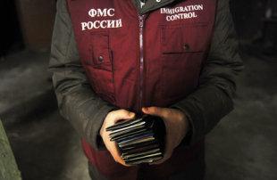 Борт МЧС привез беженцев из Йемена в российский тупик