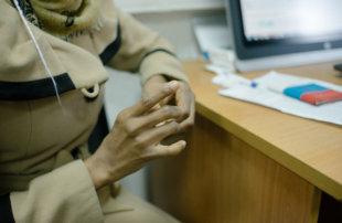 Нарушения в УВМ: беженку не допустили к подаче документов на статус