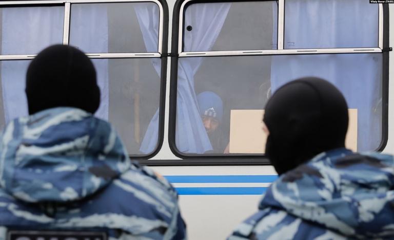 Без права на справедливый суд: как выдворяют мигрантов из России