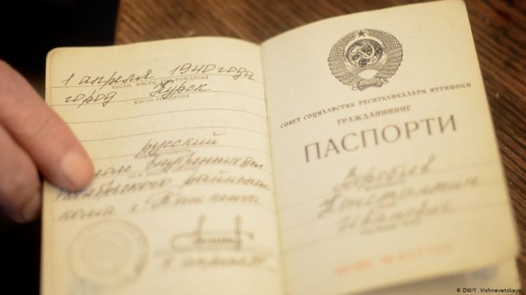 Граждане страны, которой нет: кто в России живет с советским паспортом