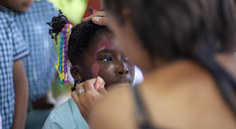 Видео: Детский праздник ко Всемирному дню беженцев
