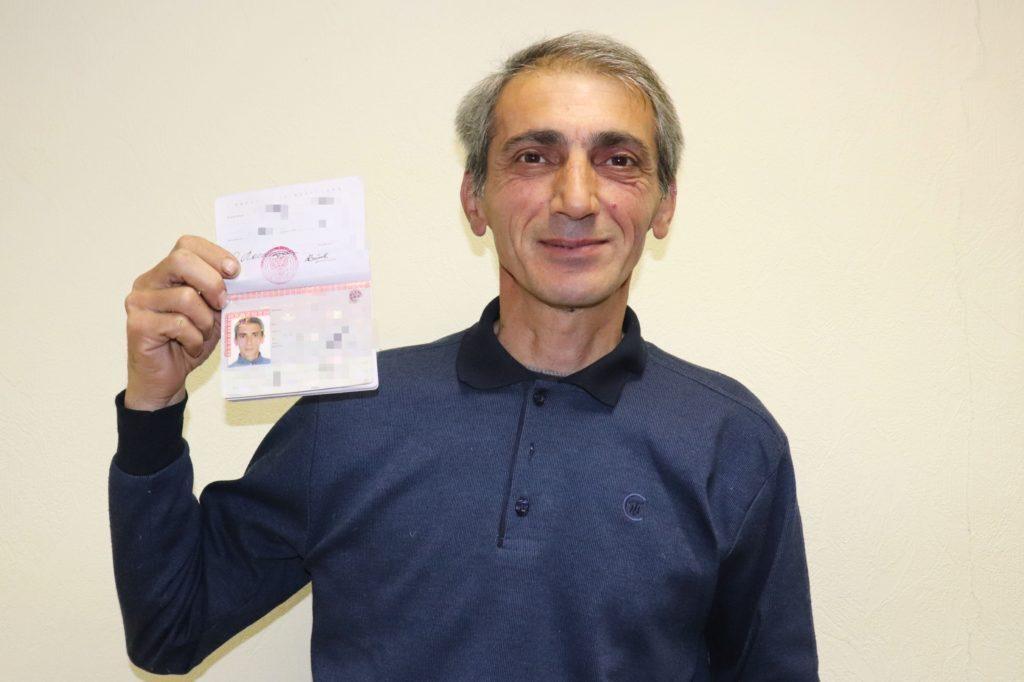 «Мне было стыдно, что у ребенка есть паспорт, а папа без документов»
