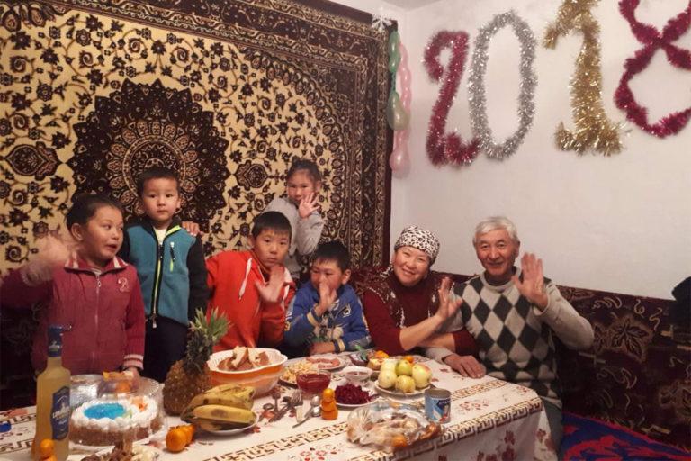 Как беженцы и мигранты празднуют Новый год в Москве
