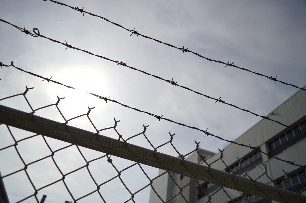 Начальник мордовской колонии 4 часа избивал заключенного, перенесшего инсульт