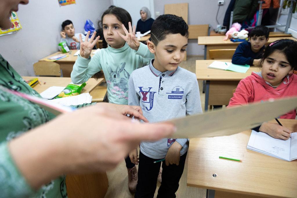 Соберем детей-беженцев в школу